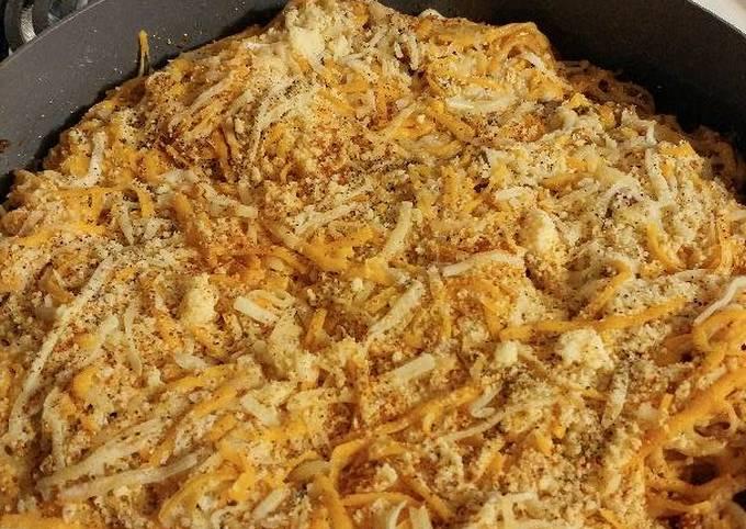 Spicy 🍅 and parmesan pasta with hamburger