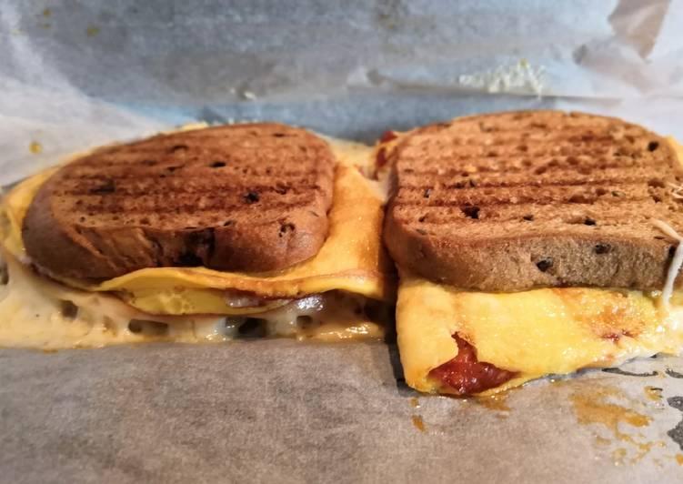 Tojásos melegszendvics, gluténmentes, magos kenyérrel recept foto