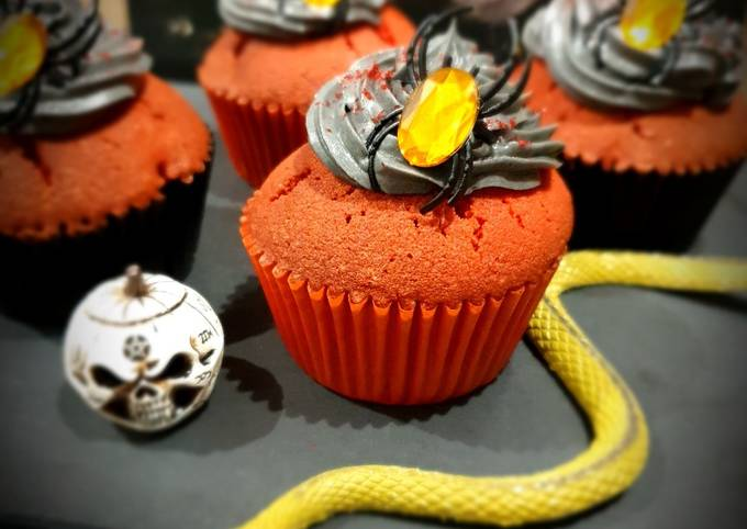 Cupcakes red velvet, cœur chocolat blanc, glaçage au beurre