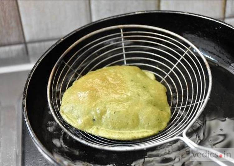 Step-by-Step Guide to Make Homemade Palak (Spinach) Poori Recipe