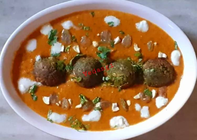 Chickpea and spinach balls in makhni gravy - Laurie G Edwards