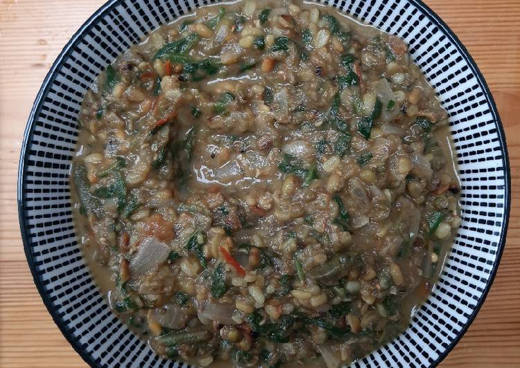 Green gram with spinach curry