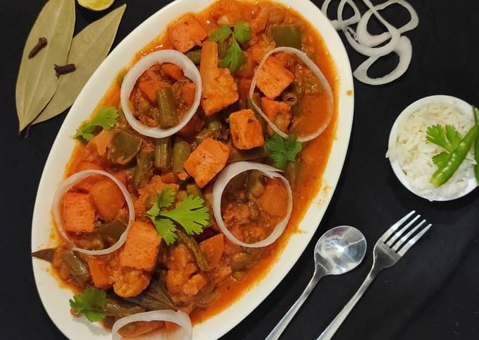Veg Kolhapuri | vegetable Kolhapuri restaurant style