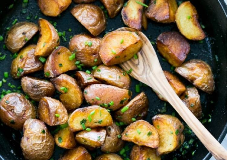 Garlic and Thyme Pan-Fried Red Potatoes