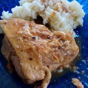 Pollo y bondiola de cerdo en salsa de mostaza y hongo
