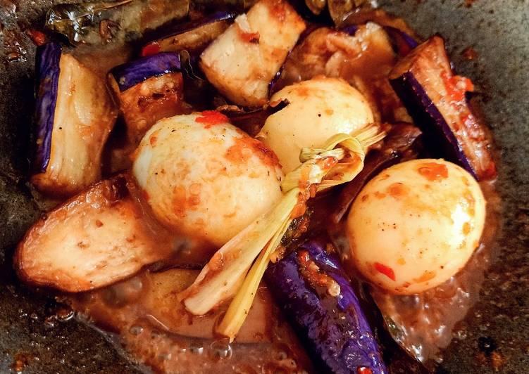 Semur terong ungu dan telor pedas nikmat