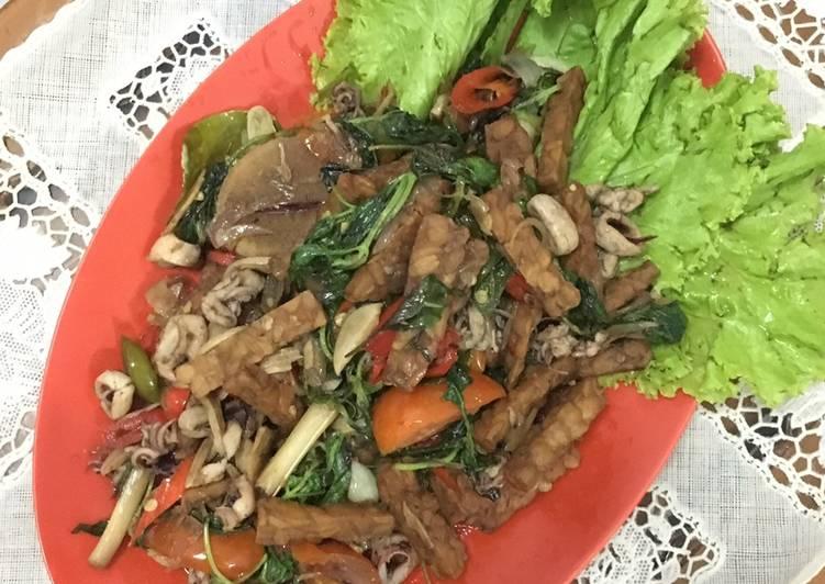256. Tumis Kemangi Seafood & Tempe
