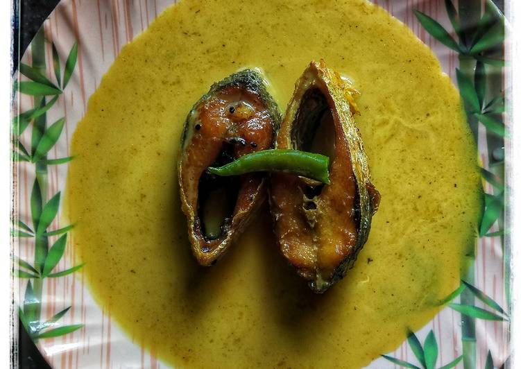 Simple Way to Make Homemade Kalojire diye Ilish Maacher jhol (Hilsha curry with nigella seeds)