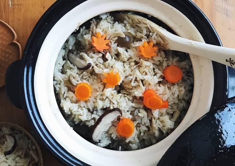 Mushrooms cooked with rice(Takikomi Gohan)