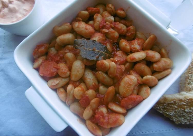 Oven baked Giant White Beans (Gigantes sto fourno)