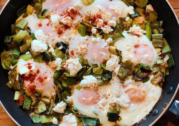 Baked eggs with spiced leeks and goats cheese