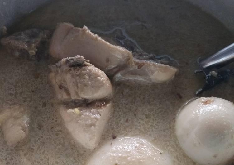 Opor Ayam Telur