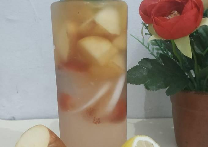 Infused water apel, lemon, strawberry dan madu