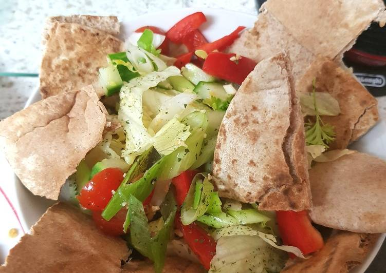 Recipe of Most Popular Fattoush Salad, middle easten pitta Salad. 😊
