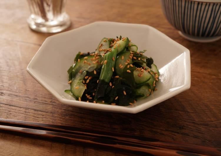 5 Minute Simple Way to Prepare Vegan Cucumber and Wakame (sea weed) in Vinegar