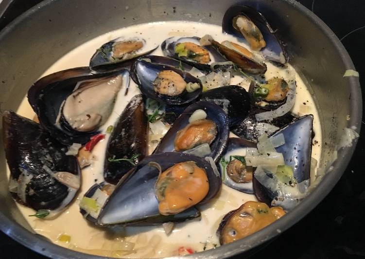 Cream sauce and mussels