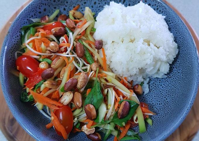Som Tam (carrots and grean bean salad with pawpaw)