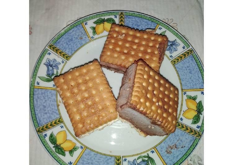 Biscotto gelato al cioccolato e alla nocciola