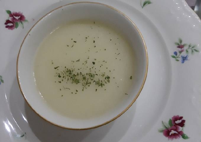 Potato soup (Turkish style)