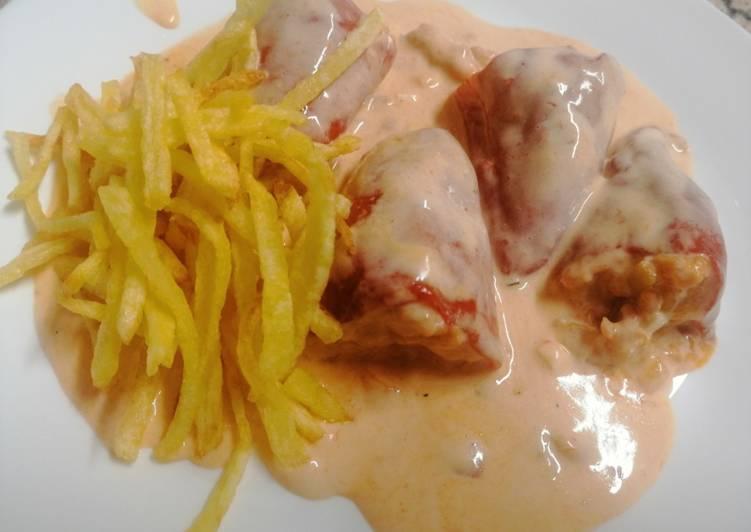 Pimientos del piquillo rellenos de pollo en salsa roquefort