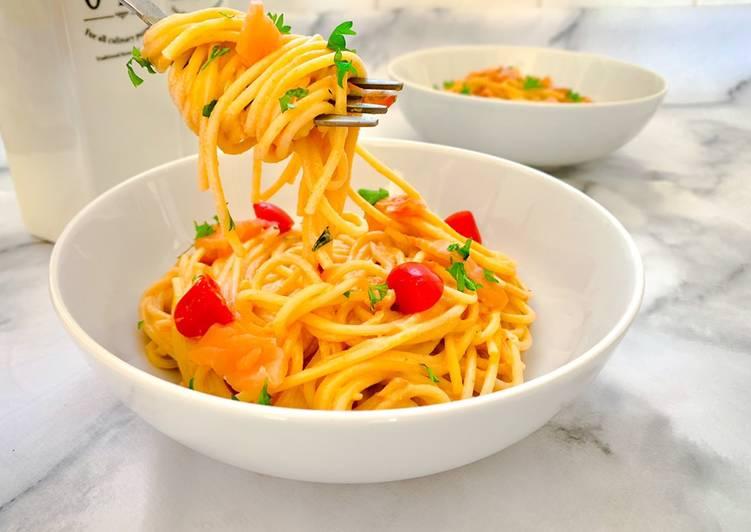 Spaghetti in salmon cream sauce