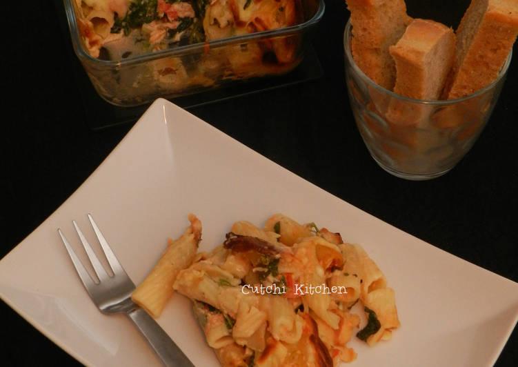 How to Prepare Speedy Chicken Spinach Pasta Bake