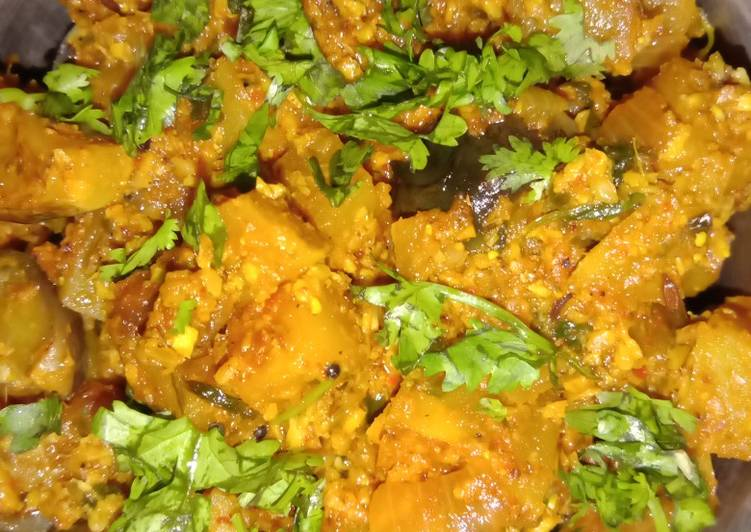 Dry brinjal and potatoes curry