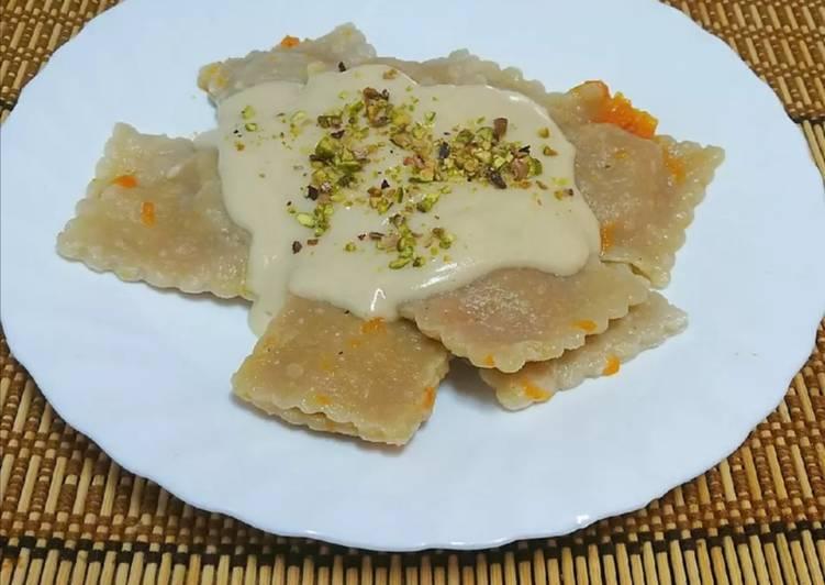 Vegane Kürbisravioli mit Cava-Soße