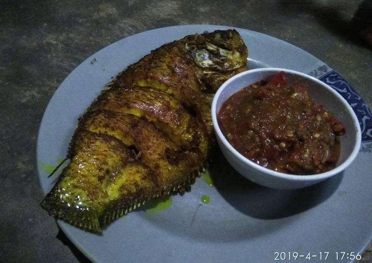 Goreng kuning ikan gurame