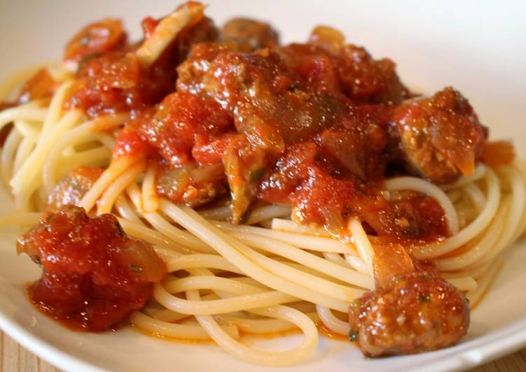 Slow Cooker Tomato Pasta Sauce with Italian Sausage