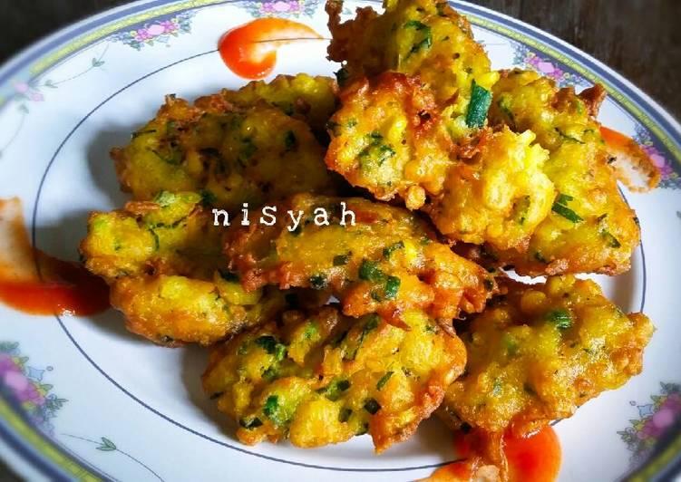 bakwan jagung renyah diluar empuk didalam %F0%9F%8C%BD foto resep utama Resep Indonesia CaraBiasa.com