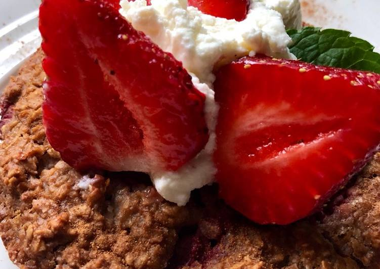 Strawberry Rhubarb Oatmeal Bake
