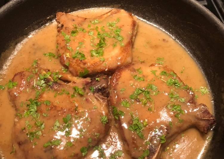Bone-in Center Cut Pork Chops w/gravy