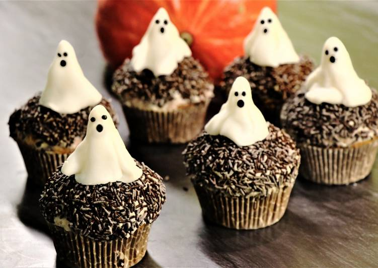 Going Green for Better Health By Consuming Superfoods Halloween Cupcakes| Pumpkin Cupcakes