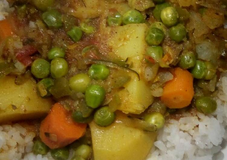 Step-by-Step Guide to Make Spicy Potato Curry with Carrots and Peas