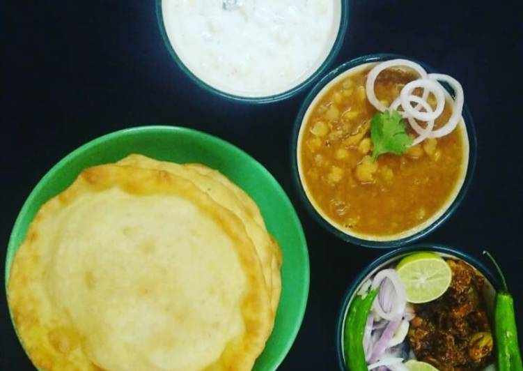Recipe of Any-night-of-the-week Special Lunch : Choley, Bhature, Boondi Onion Raita