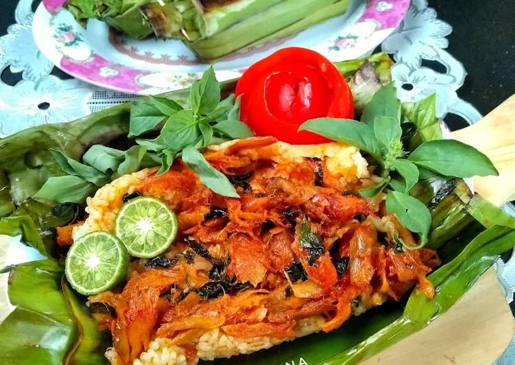 Cara Gampang Menyiapkan Nasi Bakar Ayam Suwir #week19 yang Enak