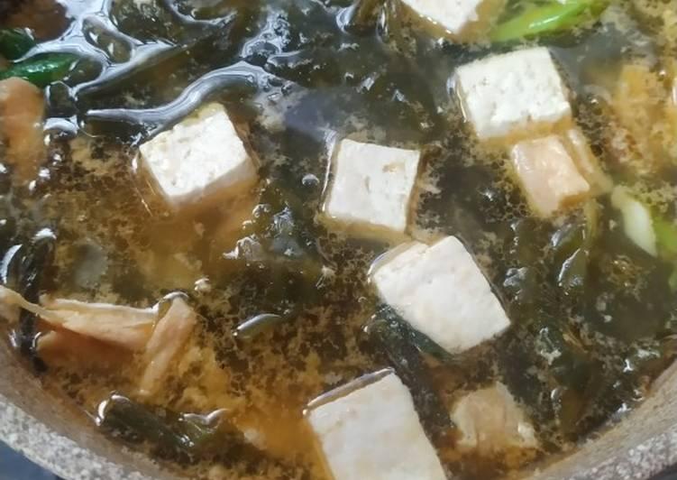 Sup salmon miso rumput laut