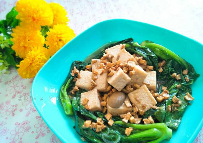 Stir Fried Chinese Kale with Tofu and Mushrooms