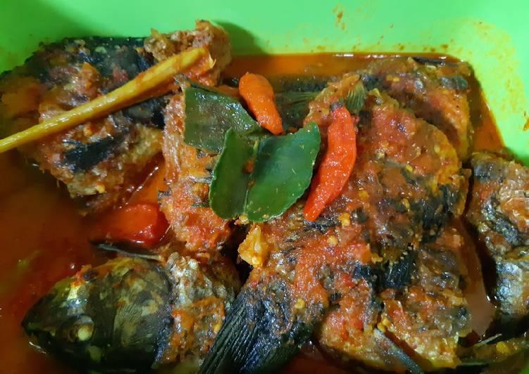 Ikan mas bumbu merah