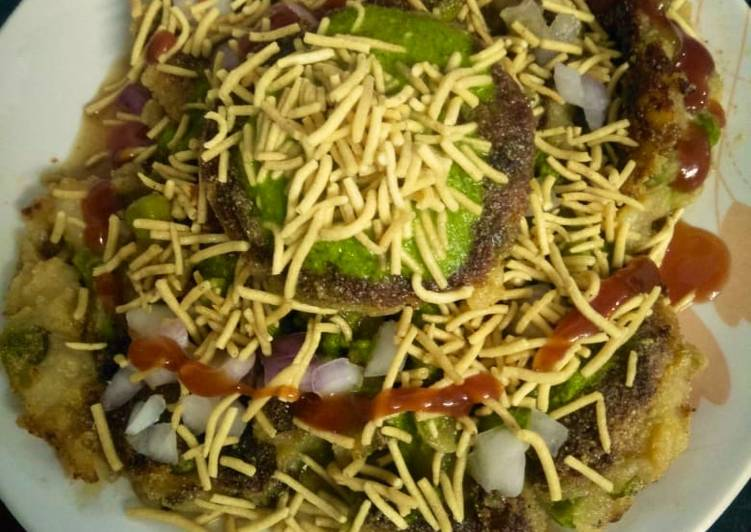 Chatpata potato & peas tikki chaat(aloo & mutter tikki chaaat)