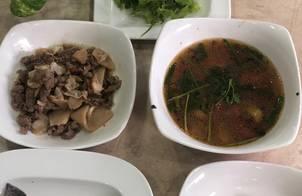 Canh cá dìa, thịt bò kho măng chua, tôm rang hành tỏi