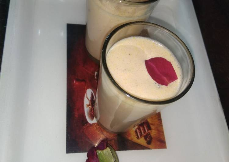 Strawberry shake with kachha mango icecream