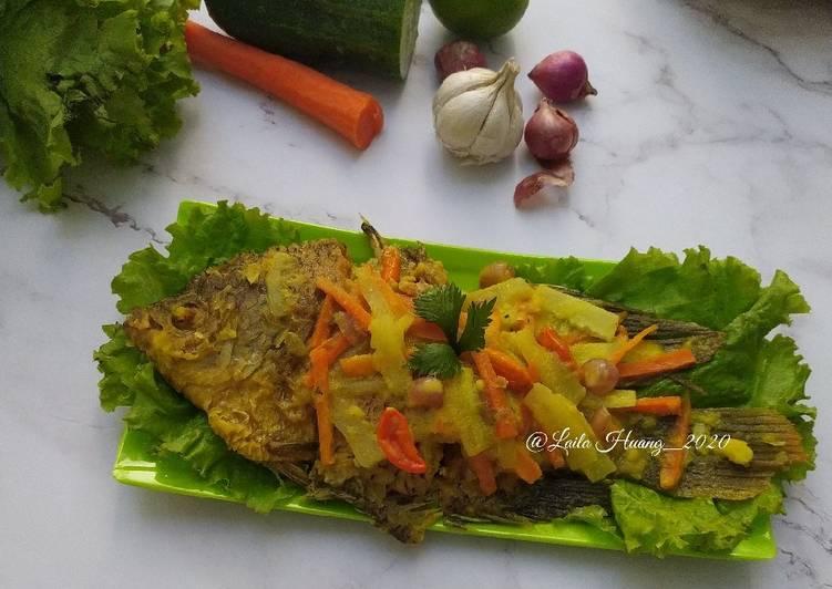 112. Pesmol Ikan Gurame (Gurame Masak Acar Kuning) - cookandrecipe.com