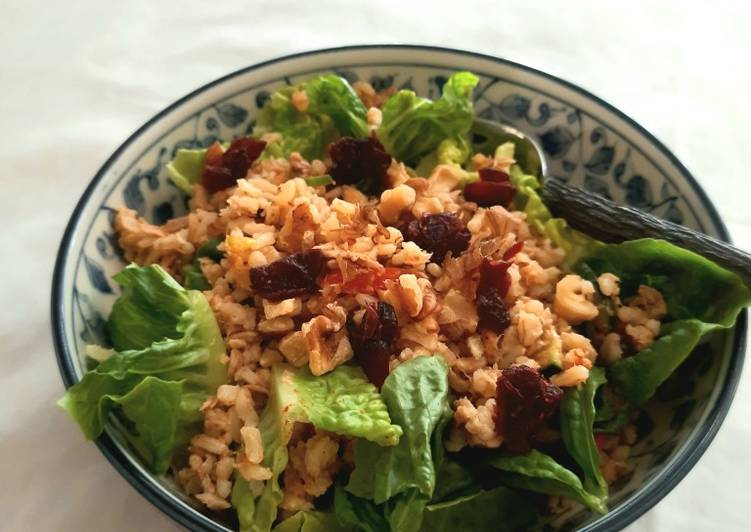 Brown rice and tuna salad
