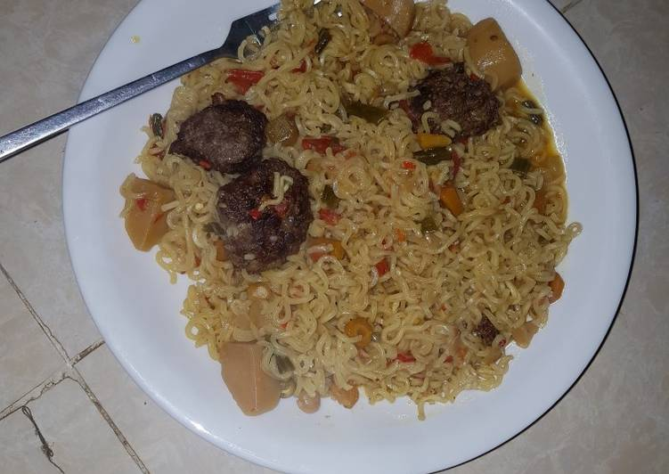 Noodles with veggies and minced meat balls