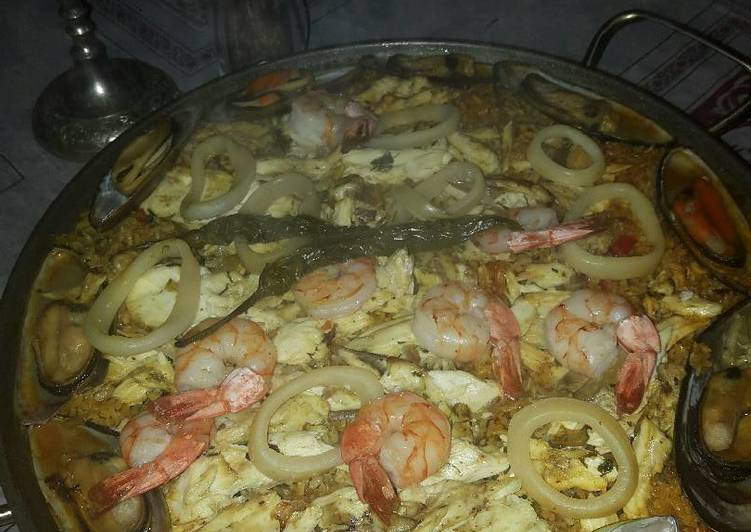 How to Make Appetizing Seafood Paella