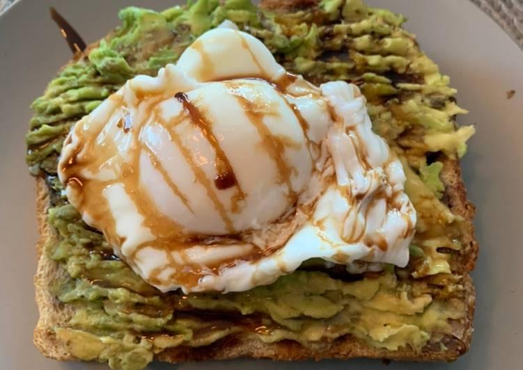 Avocado 🥑 + Poached Egg 🥚 Sourdough Toast