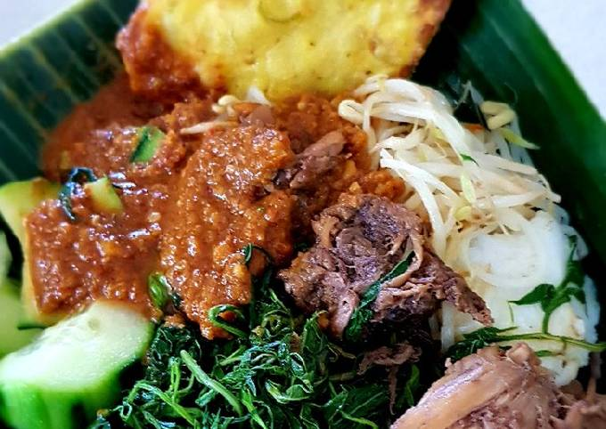 PECEL (Mixed Vegetable Salad with Spicy Peanut Sauce)