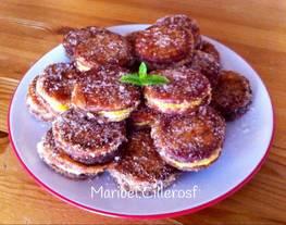 Galletas rellenas de crema pastelera tradicional y de crema pastelera de chocolate